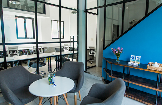 10---Meeting-room-at-Saigon-Coworking